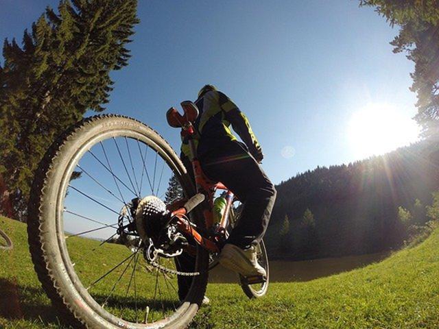"""Featured image for """"Hyr mountainbike hos oss – vi förklarar var du kan cykla"""""""